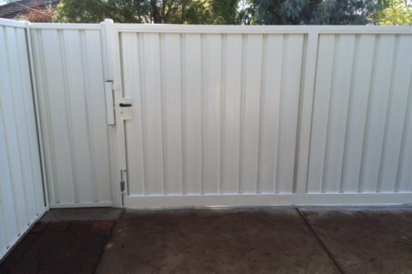 Pool Fencing Contractor in Melton VIC